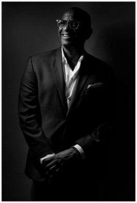 Sergio George en blanco y negro