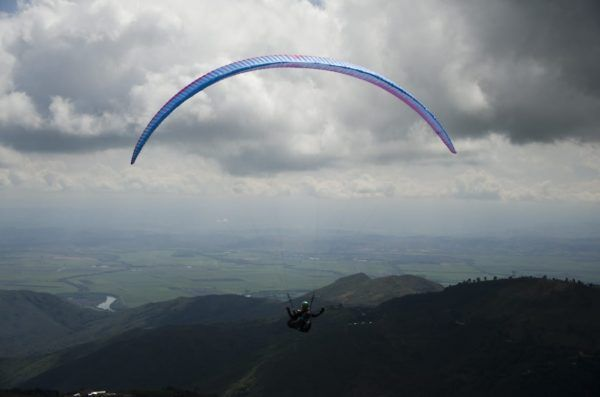 Parapentes alzan vuelo en Roldanillo